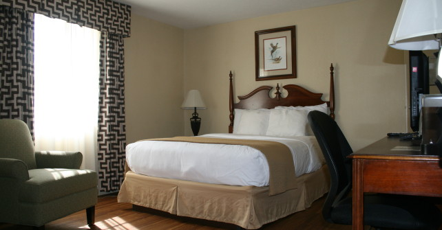 Queen Room (Sleeps 2)